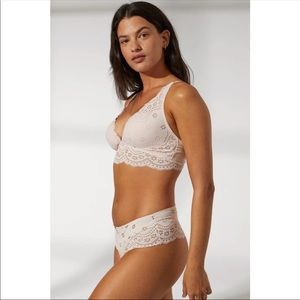 NWT Womens bra and panty set
